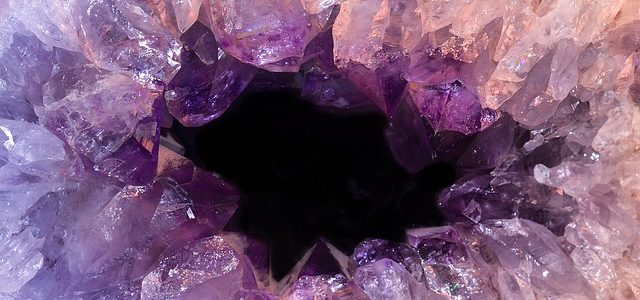 運気を上げるクラック水晶とは?