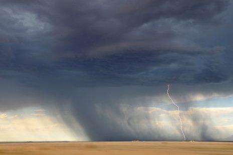 夢占い-嵐・台風の夢は何を意味するのか?