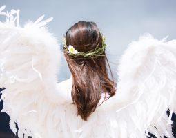 エンジェルナンバー「222」の意味とは?天使はあなたに告げる恋愛運・金運・仕事運について