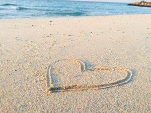 気分転換に最適!海や砂浜に遊びに行った時にできる願望成就のおまじない