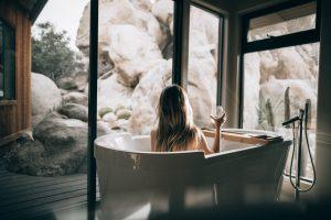 夏だからってシャワーで済ませてない?湯船に浸かることの驚くべき効果