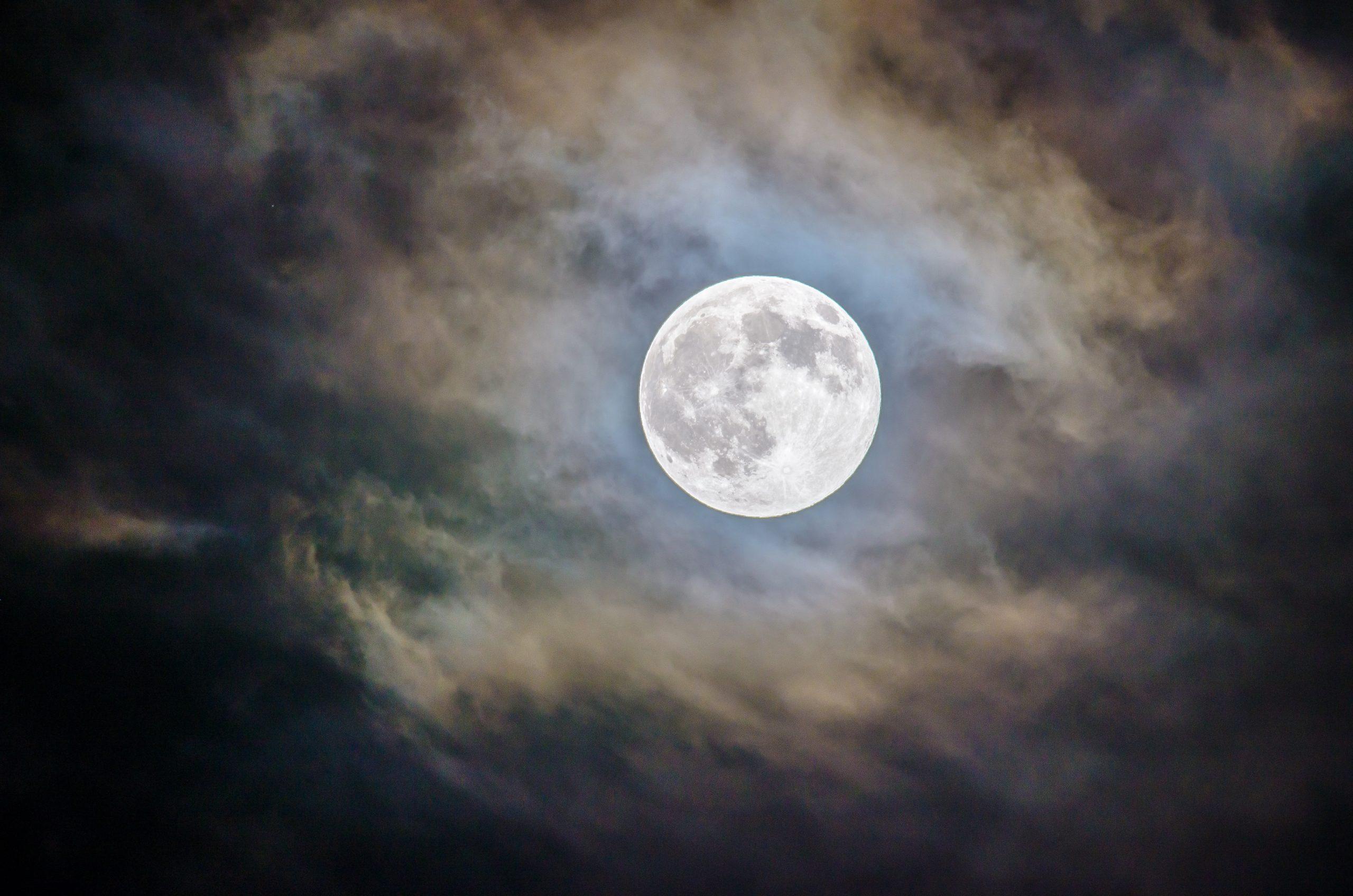 9月21日は中秋の名月!別名:ハーベストムーンが持つ不思議なパワーの秘密とは